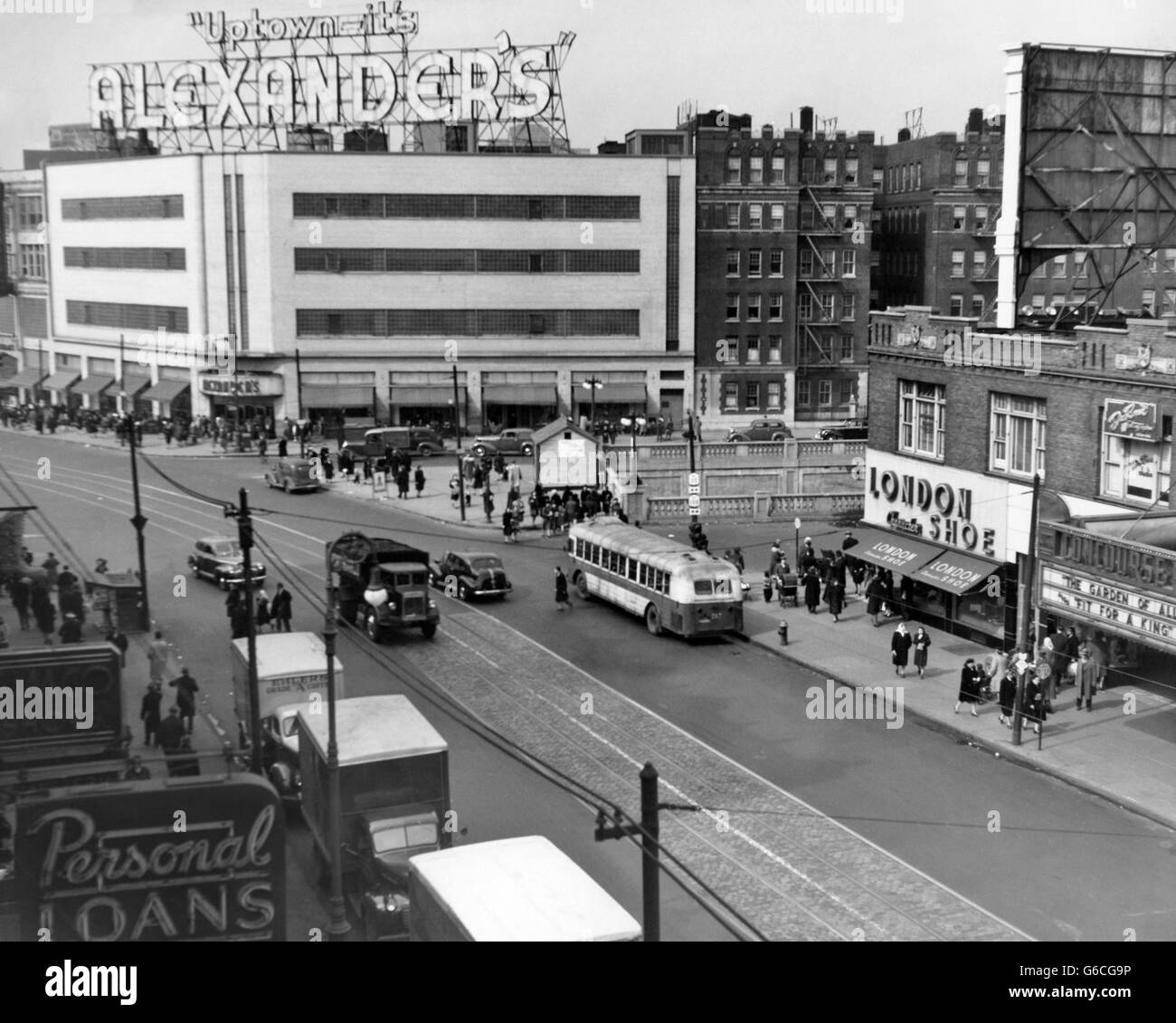 1940s ALEXANDER'S DEPARTMENT STORE IN SHOPPING CENTER JUNCTION OF FORDHAM ROAD BRONX NEW YORK CITY USA Stock Photo