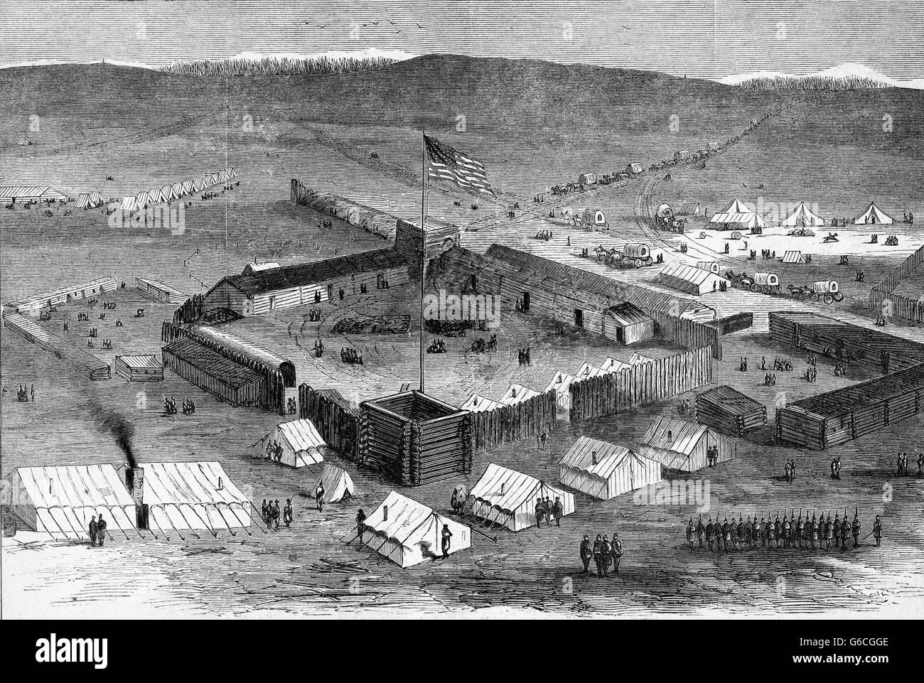 1860s ENGRAVING OF FRONTIER MILITARY FORT WITH WOODEN STOCKADE AND SOLDIERS HOUSE IN TENTS WESTERN FRONTIER USA - Stock Image