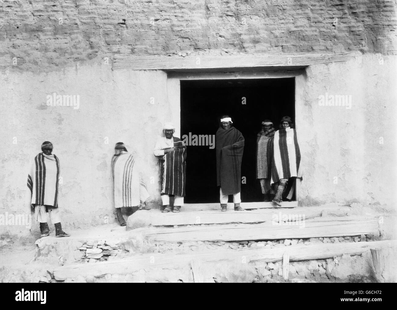 1890s GROUP OF NATIVE AMERICAN INDIAN MEN GOVERNOR EUSEBIUS & STAFF LOOKING AT CAMERA ACOMA PUEBLO CIBOLA COUNTY - Stock Image