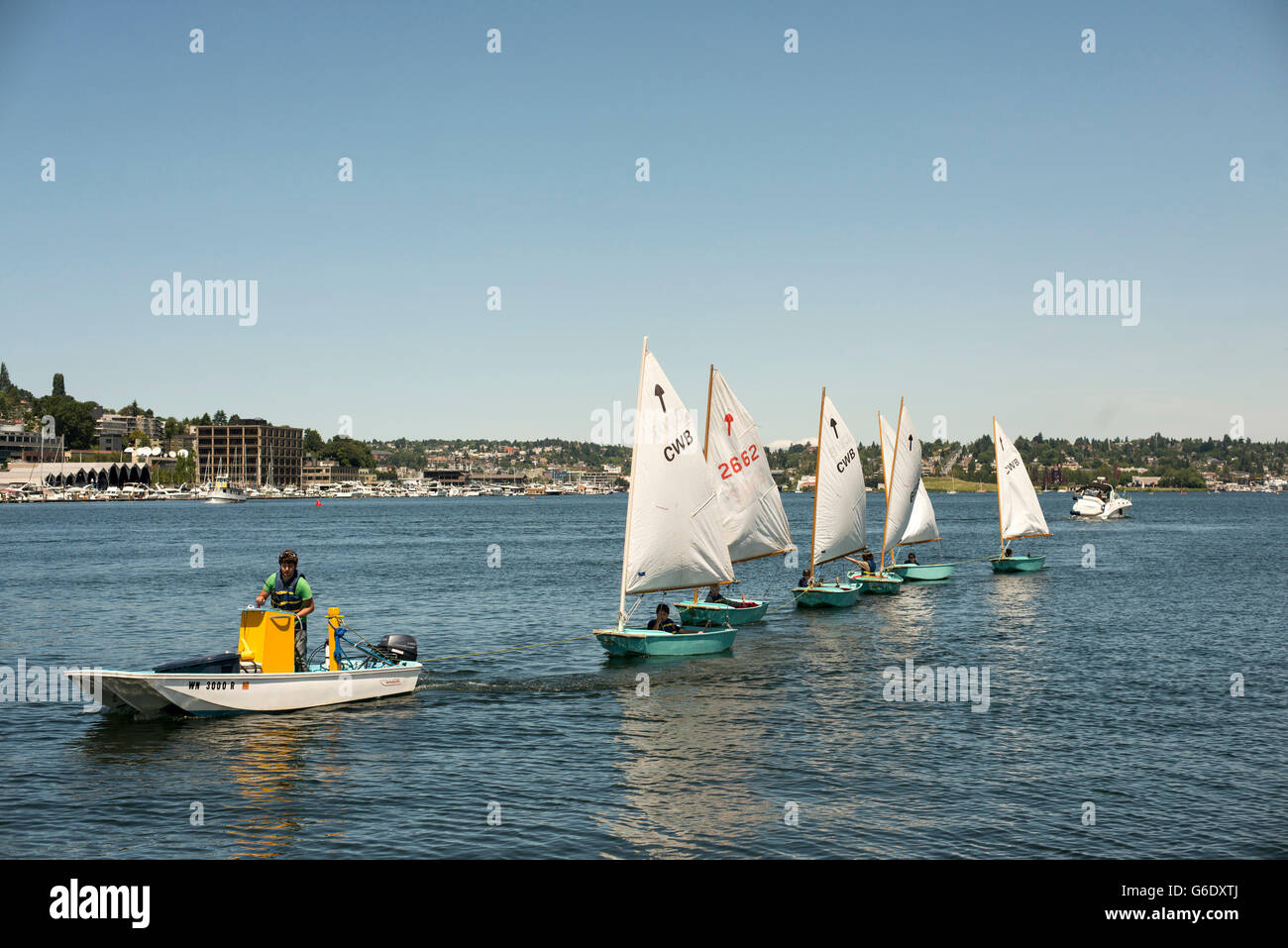 Children learn to sail in Lake Union in Seattle, Washington on June 7, 2014. - Stock Image