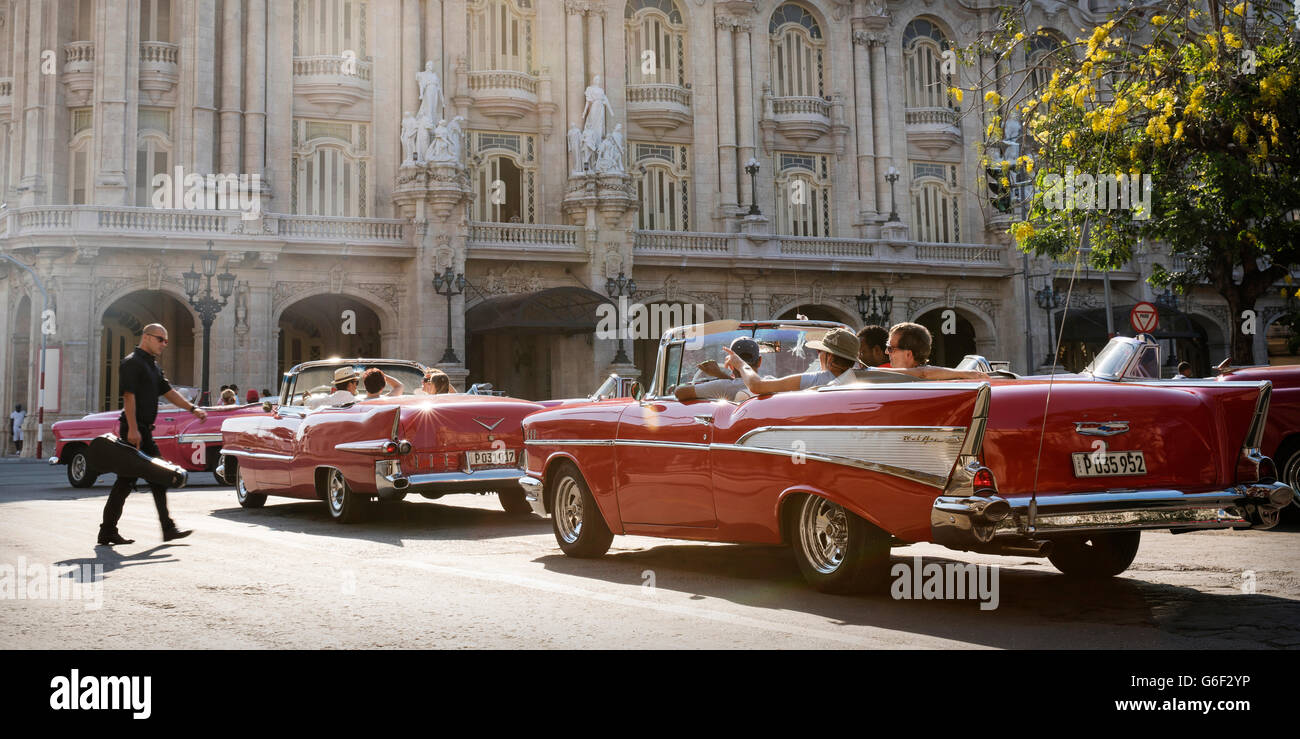 Classic cars driving in Havana, Cuba Stock Photo: 107281770 - Alamy