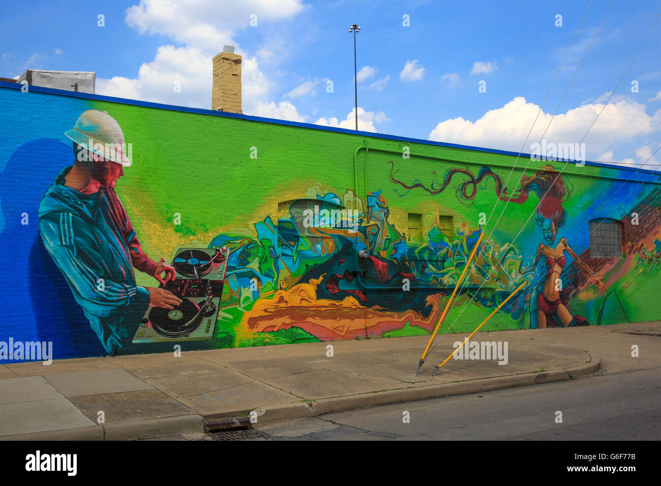 Wall mural on the side of a building depicting a party disc jockey, downtown Indianapolis, Indiana. - Stock Image