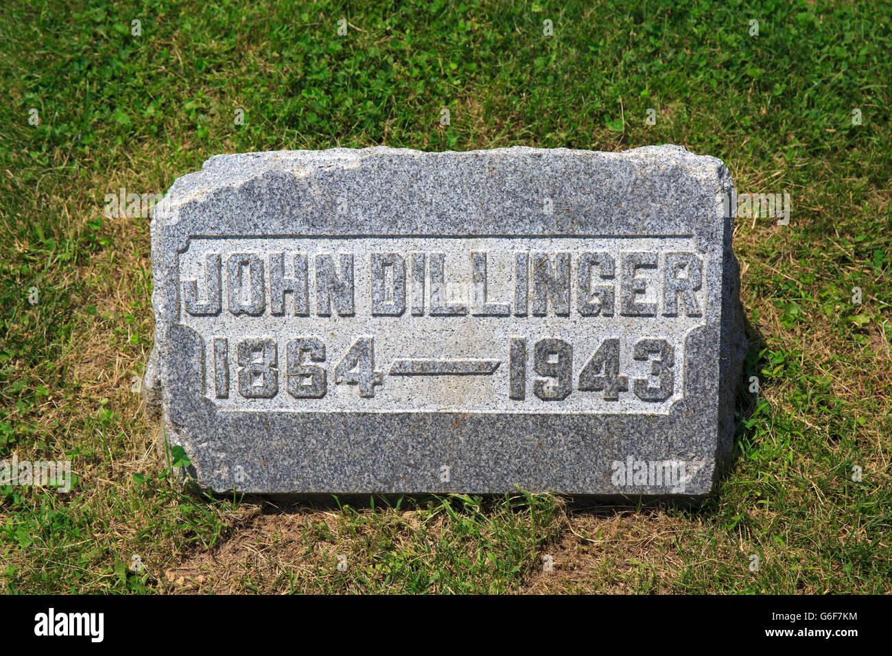 Gravestone of John Wilson Dillinger, father of John Dillinger, famous American criminal - Stock Image