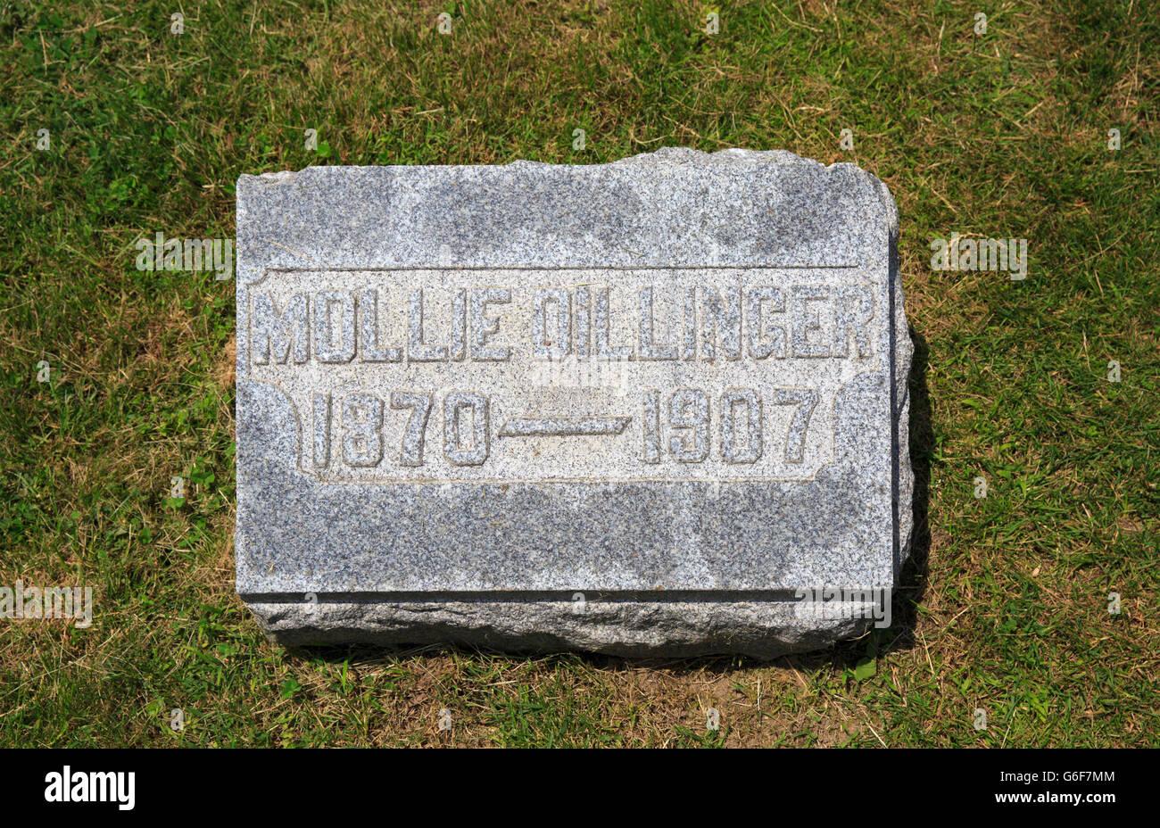 Gravestone of Mary Ellen 'Mollie' Lancaster, mother of John Dillinger, famous American gangster - Stock Image