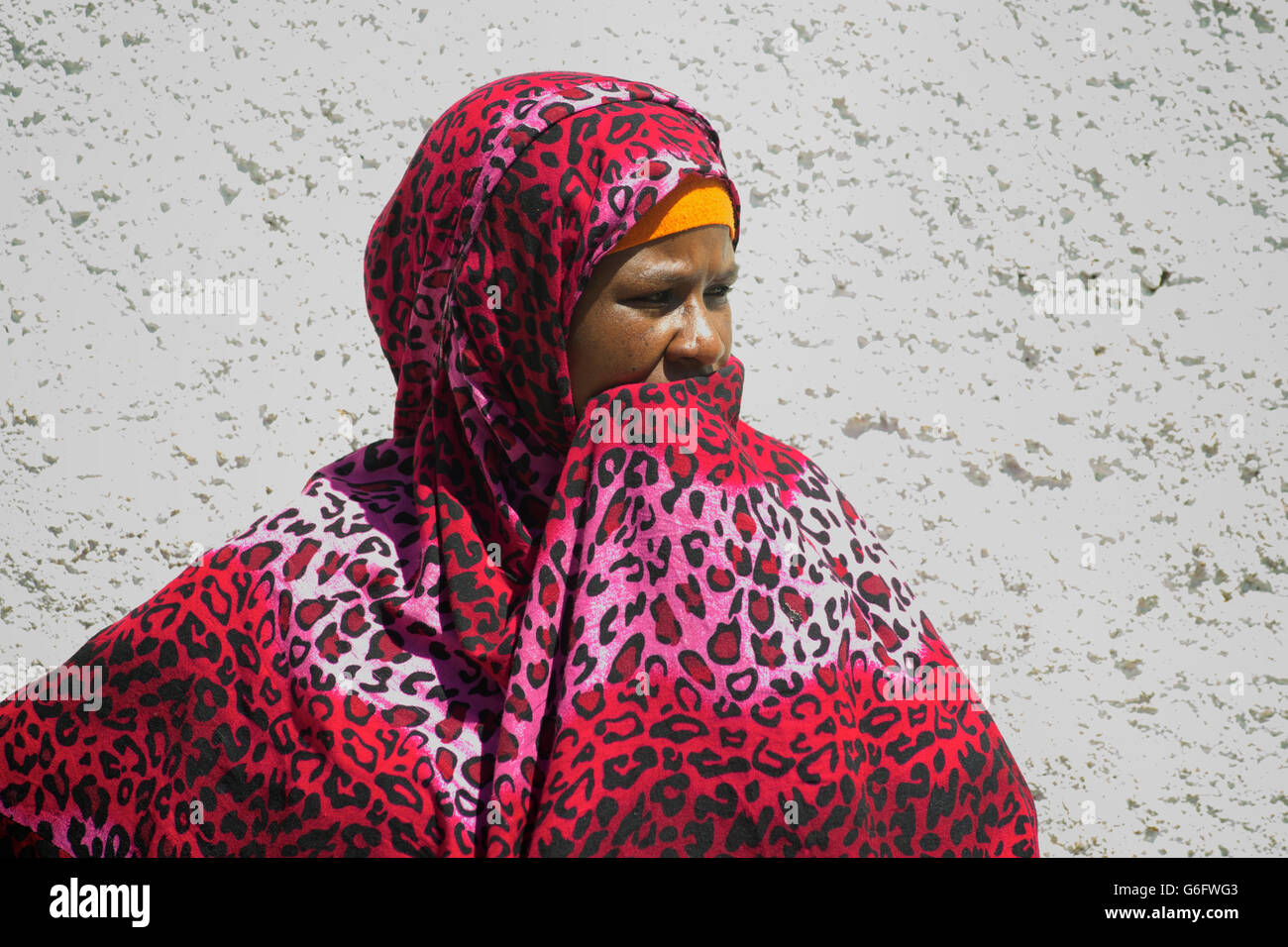 Harari woman in the street in muslim dress. Harar, Ethiopia - Stock Image