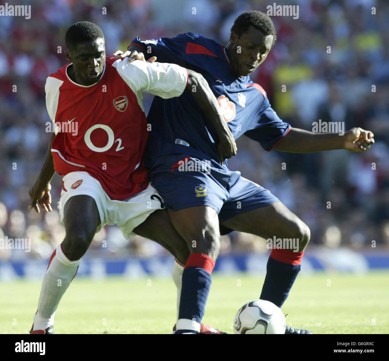 Arsenals Kolo Toure against Yakubu of Pompey - Stock Image