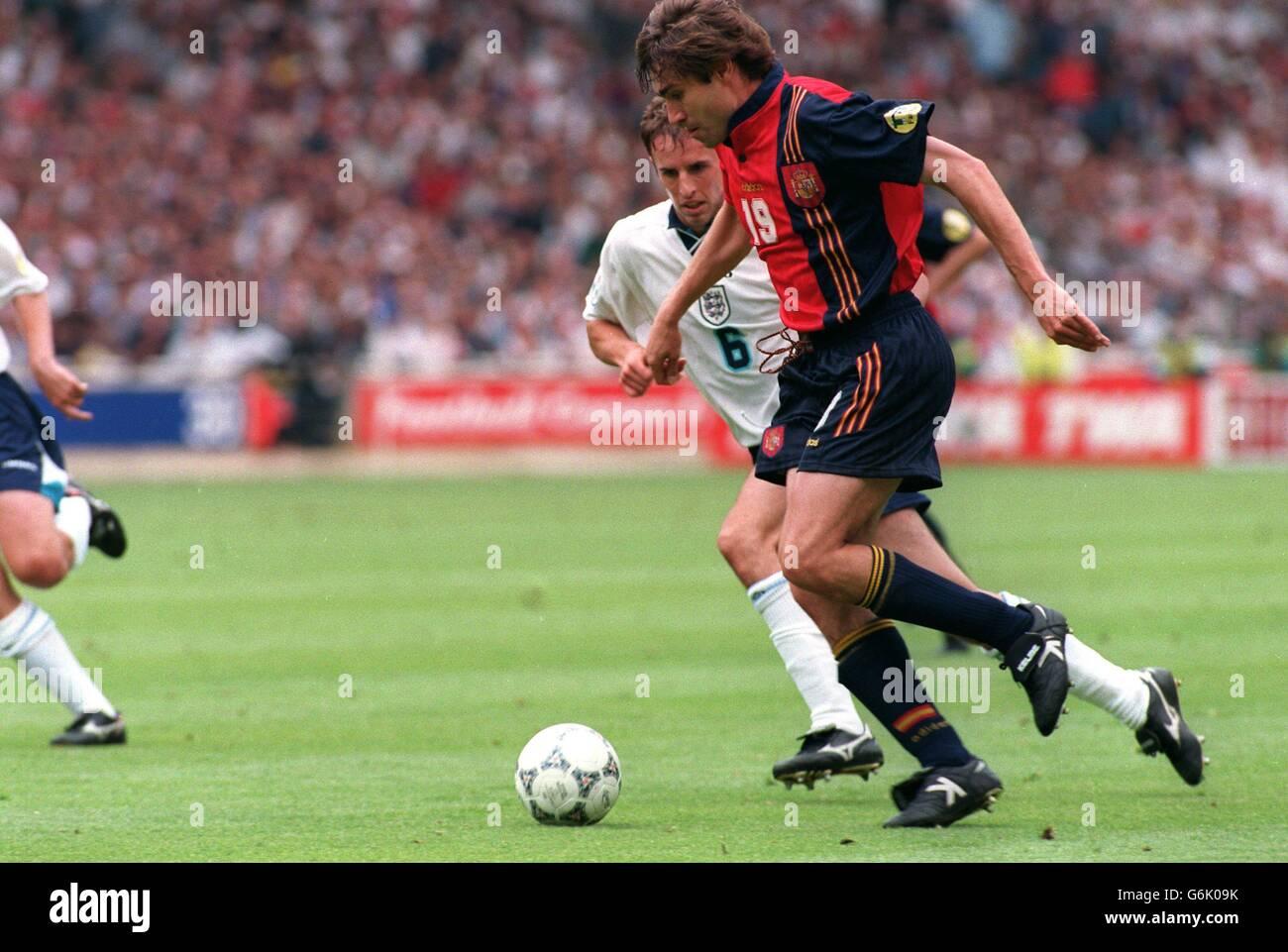 Soccer, Euro 96. England v Spain, Wembley. Julio Salinas, Spain and Gareth Southgate, England Stock Photo