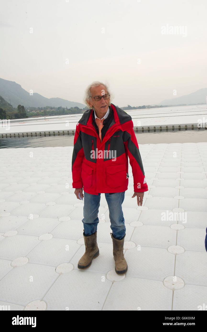 Italia Lombardia Sulzano Christo Vladimirov Yavakev  sul lago d'Iseo autore della passerella  'The floating - Stock Image
