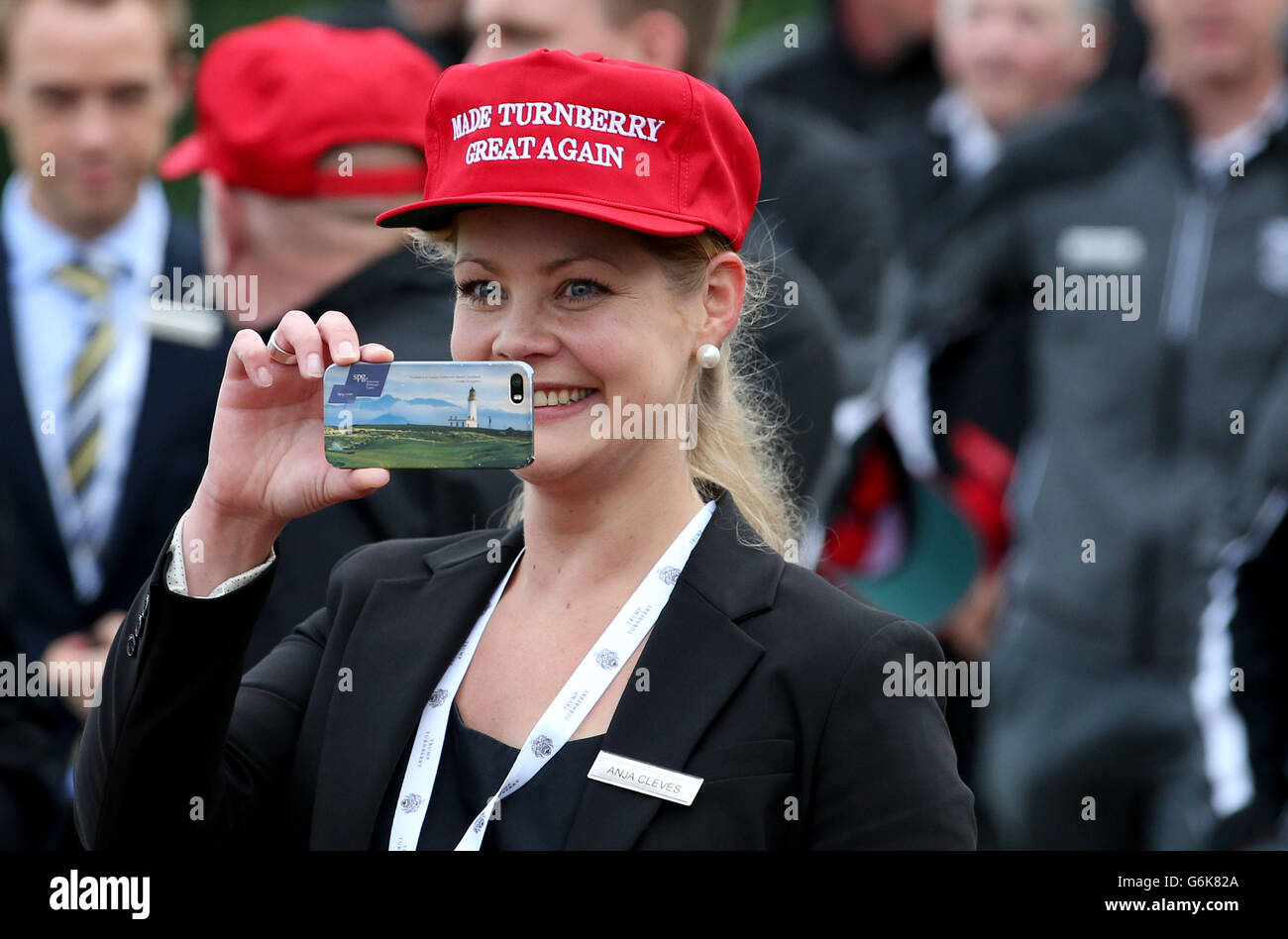 A member of the Trump Turnberry staff waits for the arrival of US  presidential hopeful Donald 4aacf92b09ac