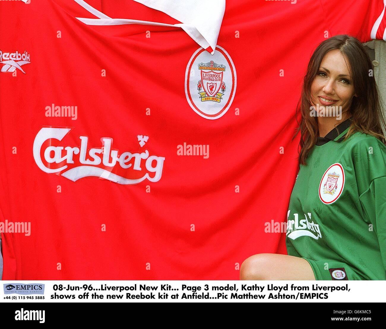 pretty nice 9879d 9c419 Reebok Liverpool New Kit Stock Photos & Reebok Liverpool New ...