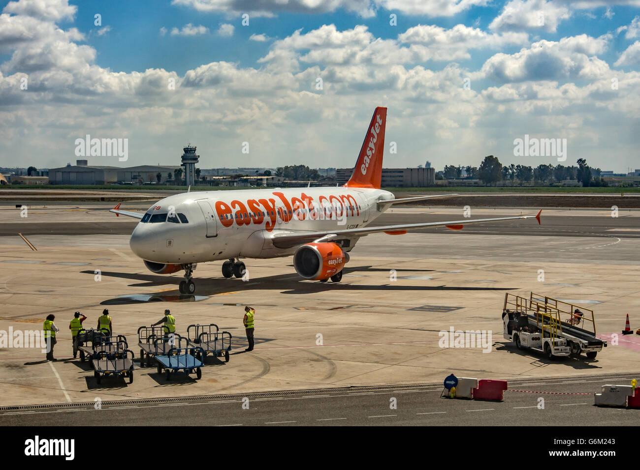 EASYJET AIRCRAFT:  EasyJet Airbus A319-111 on the runway at Seville airport - Stock Image