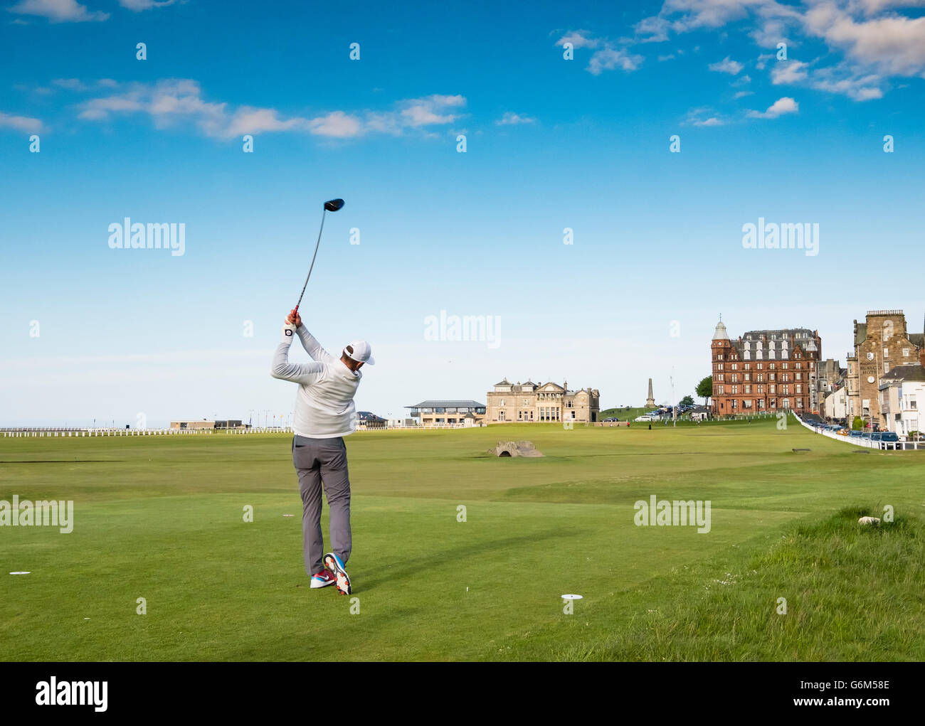 Golfer teeing off on 18th hole at Old Course in St Andrews in Fife , Scotland, United Kingdom - Stock Image