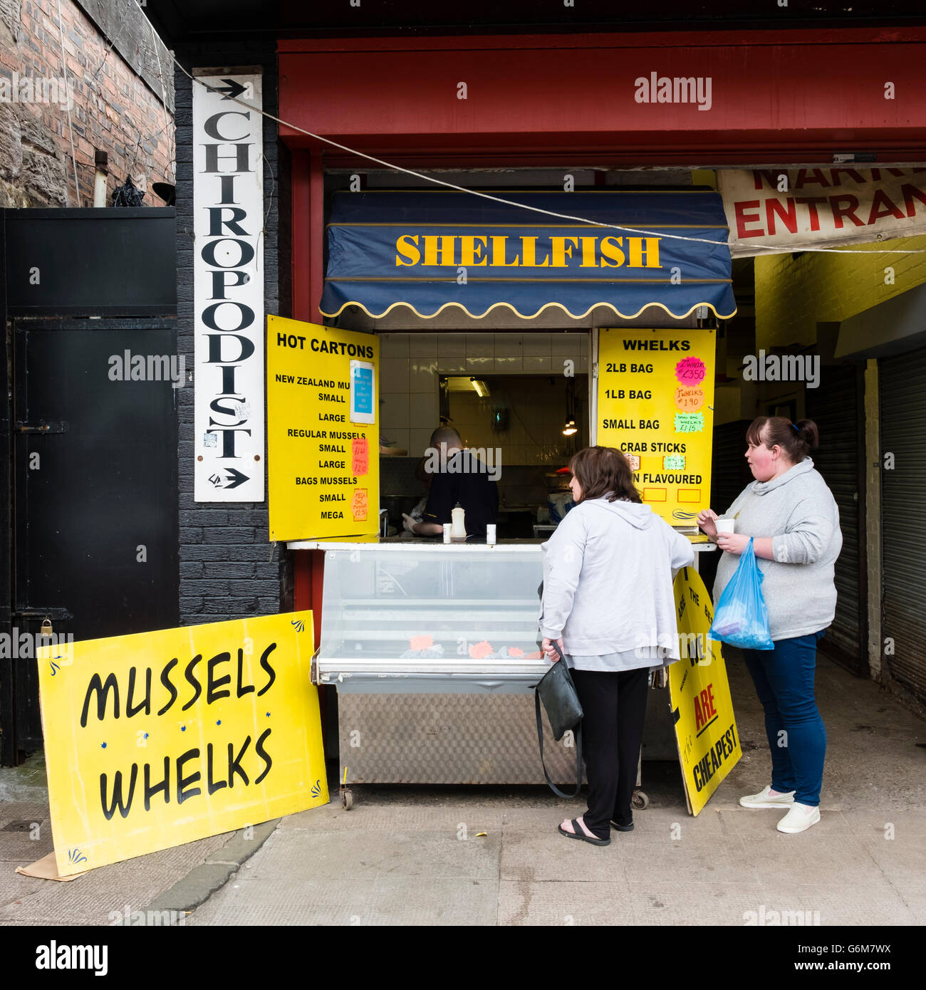 Small seafood kiosk selling shellfish at Barras market in Gallowgate Glasgow, United Kingdom - Stock Image