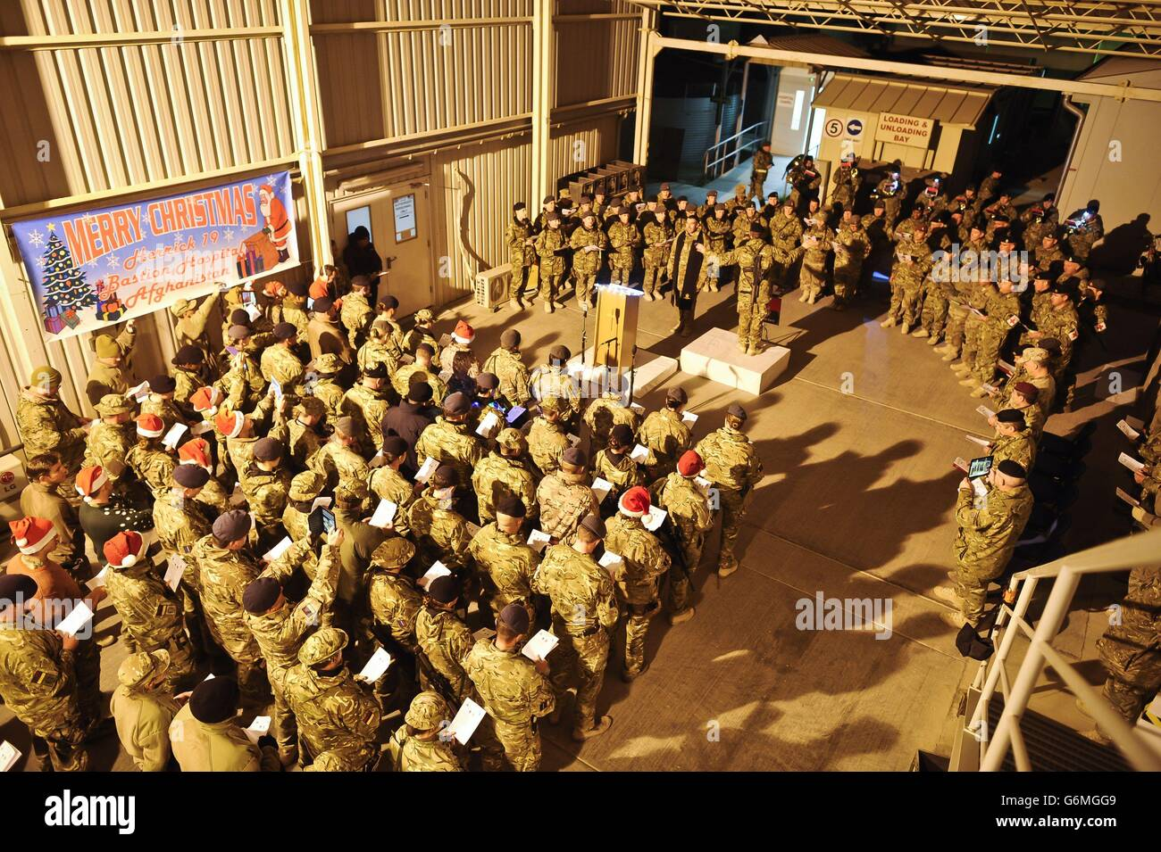 Medical choir boosts troops' morale - Stock Image