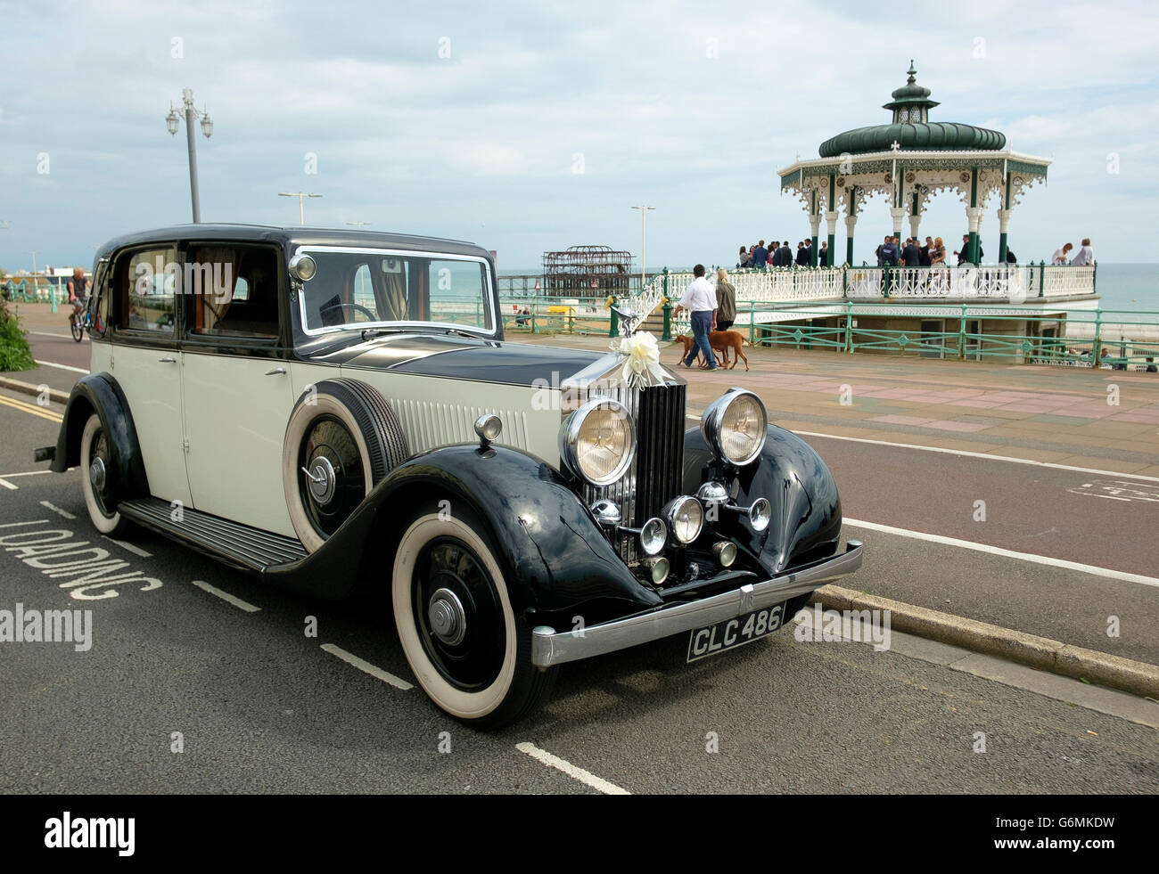 A vintage Rolls Royce parked on Brighton & Hove's seafront for a wedding party in the Hove Bandstand. - Stock Image