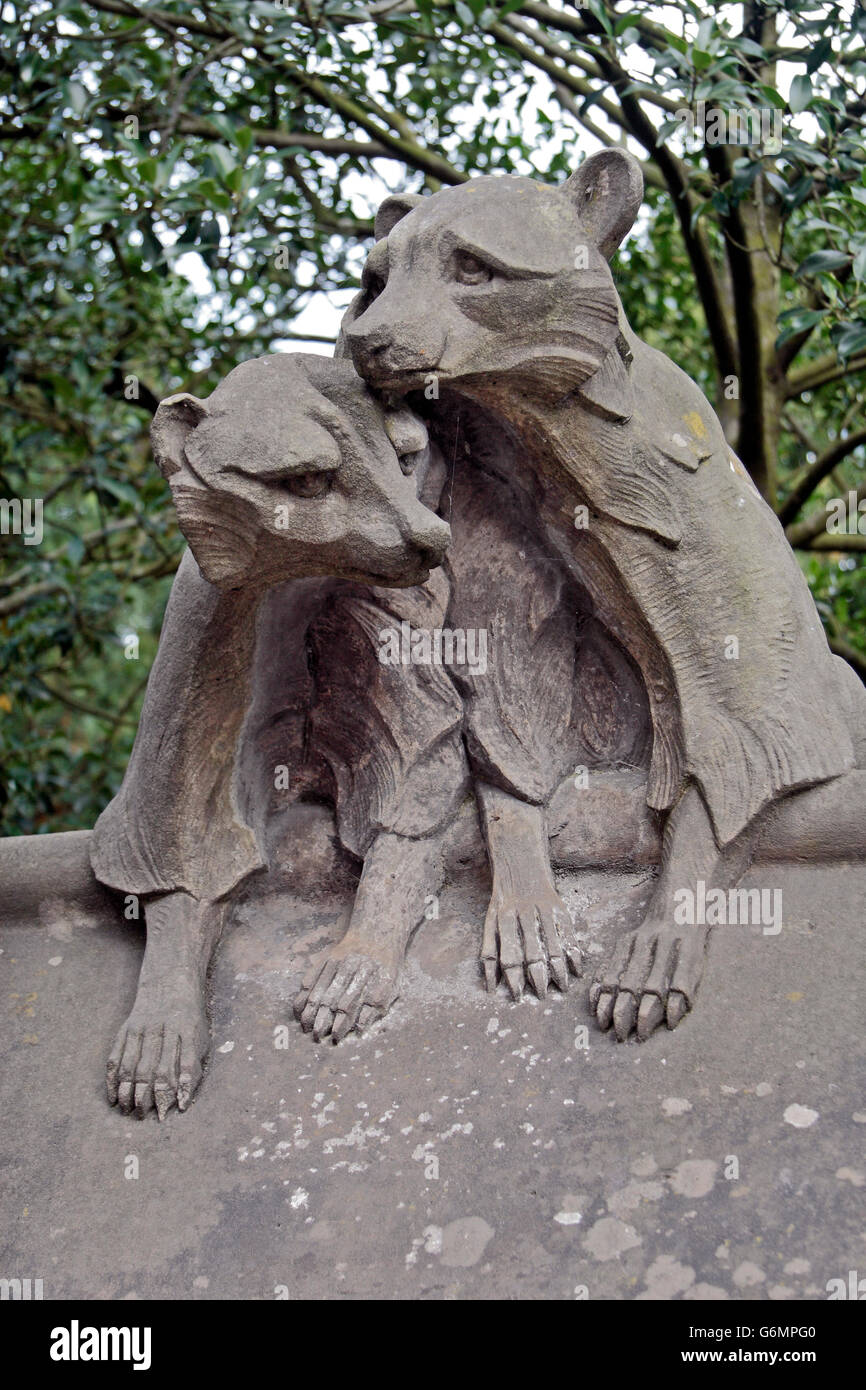 The Racoons, one of the additional 6 sculpture by Alexander Carrick on the Animal Wall in the Castle Quarter, Cardiff, - Stock Image