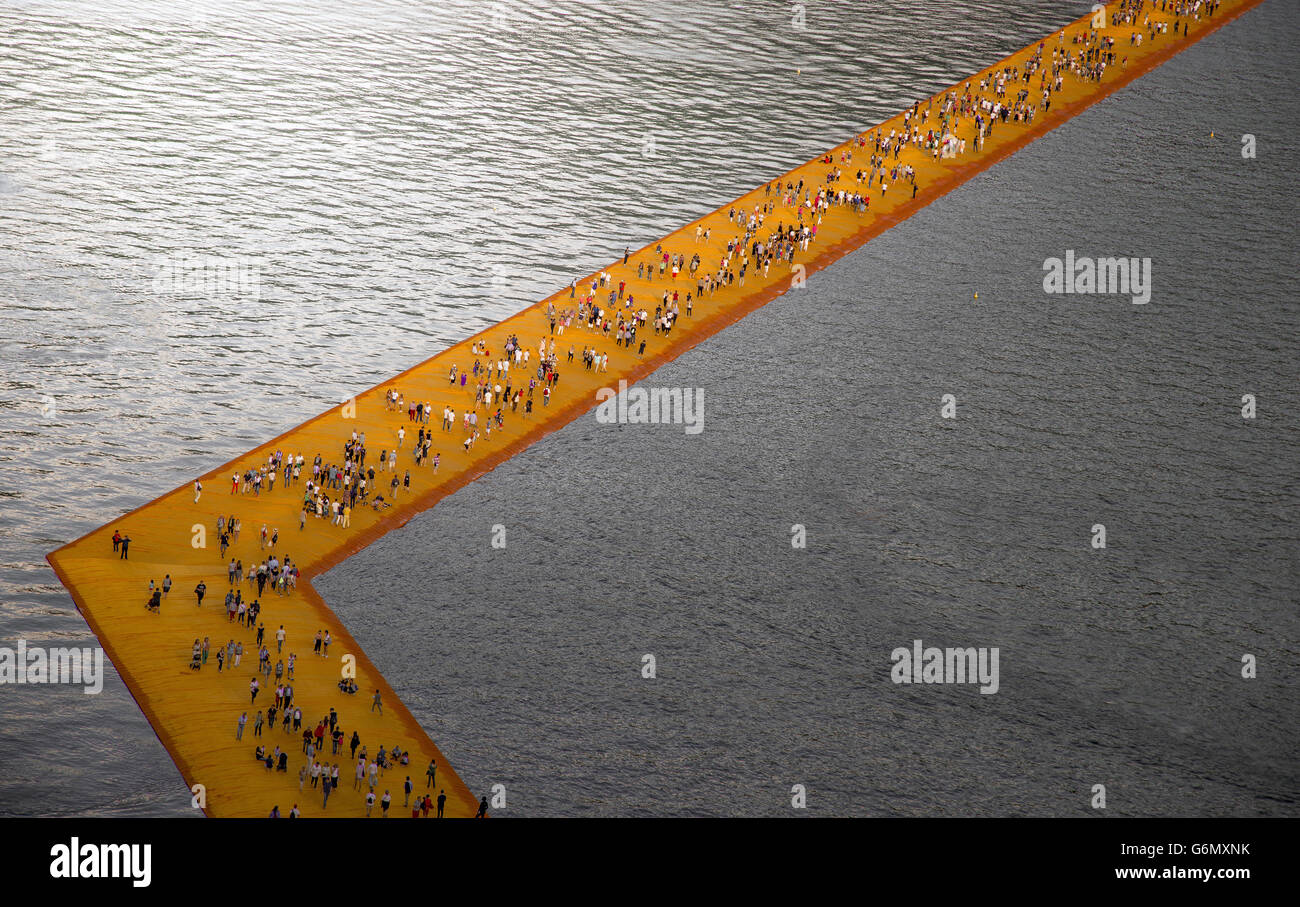 christo and jeanne-claude wather projects , the floating piers , iseo lake , brescia , italy - Stock Image