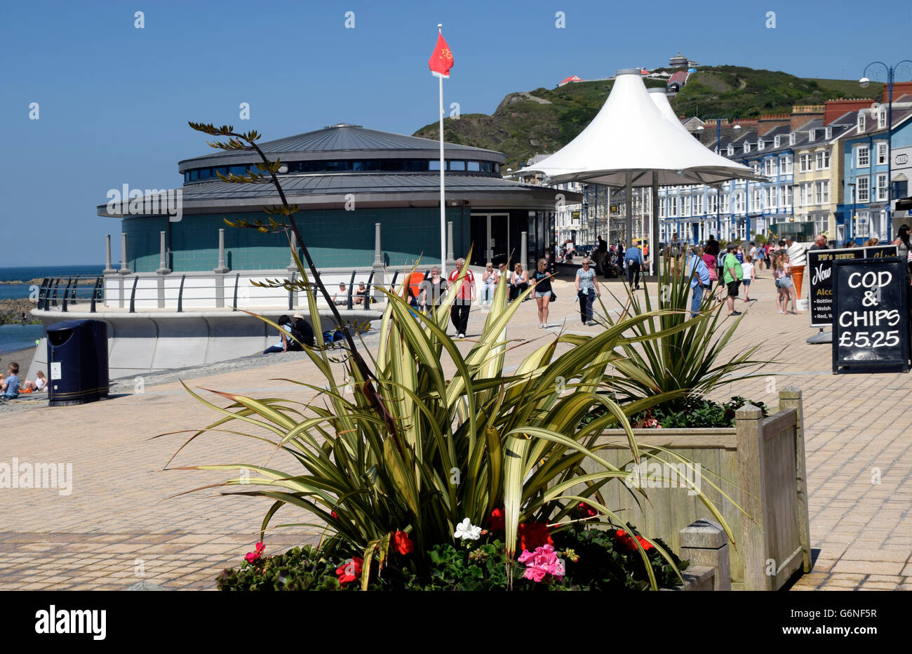 Aberystwyth sea front promenade with  new Bandstand. - Stock Image