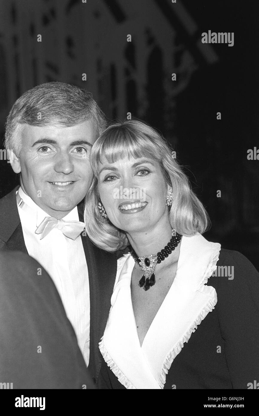 Miss United Kingdom 1988 - Alexandra Bastedo and Peter Marshall - Grosvenor House Hotel, London - Stock Image