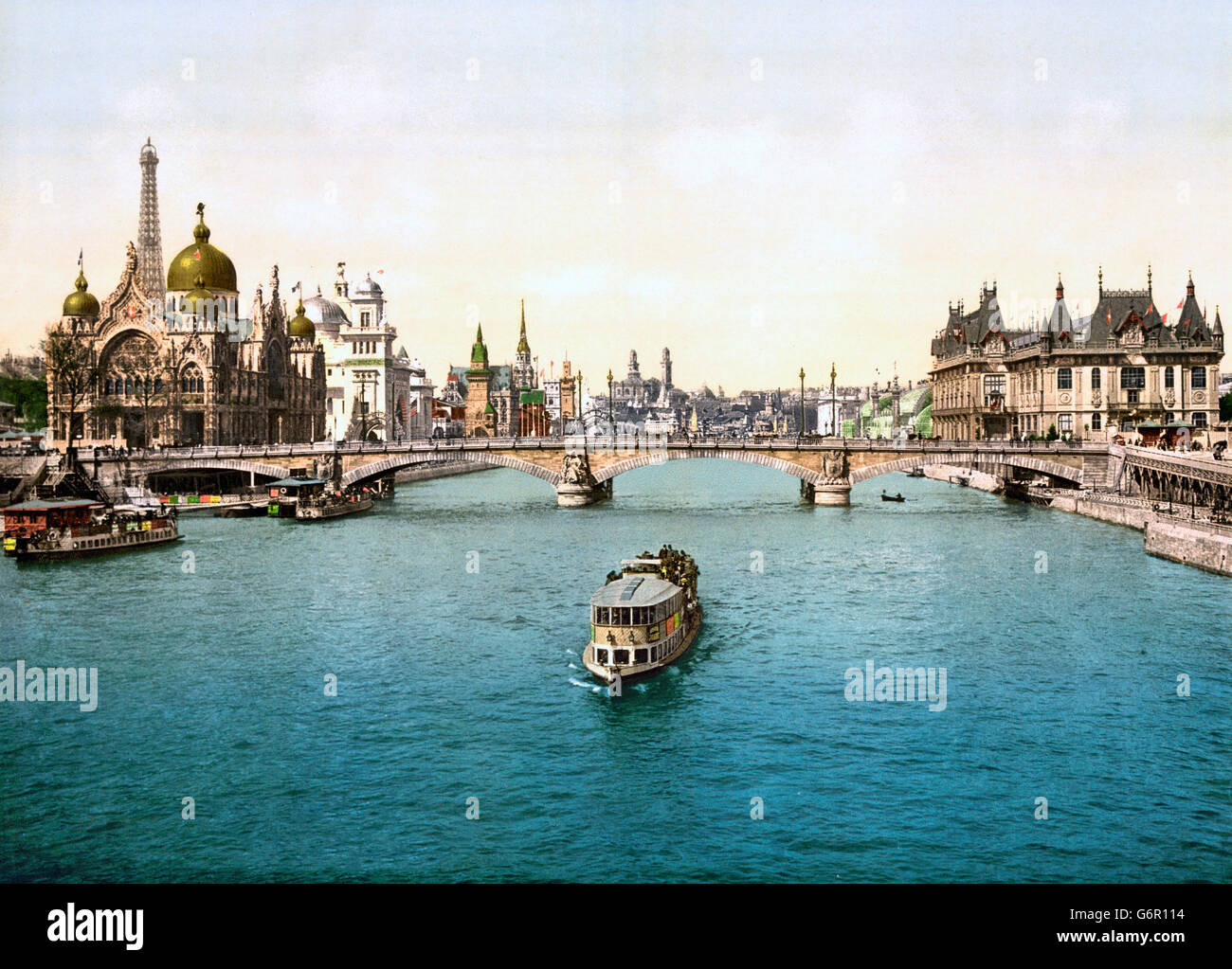 Paris Exposition, 1900. The Pavilions of the Nations and bridges on the River Seine, Exposition Universelle 1900, - Stock Image