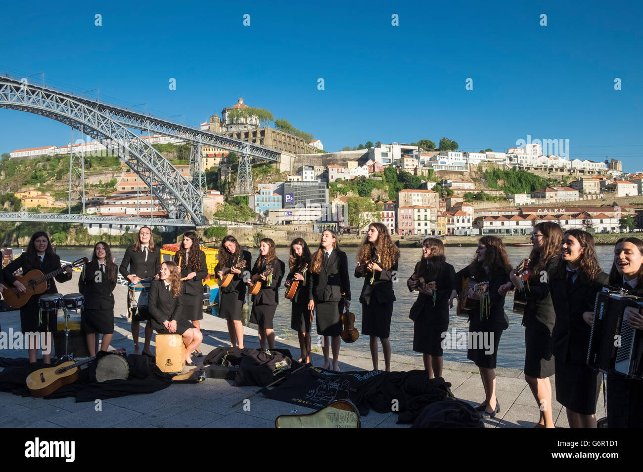 Young students from Abel Salazar Biomedical Sciences Institute, performing to tourists in the city of Porto, Portugal - Stock Image