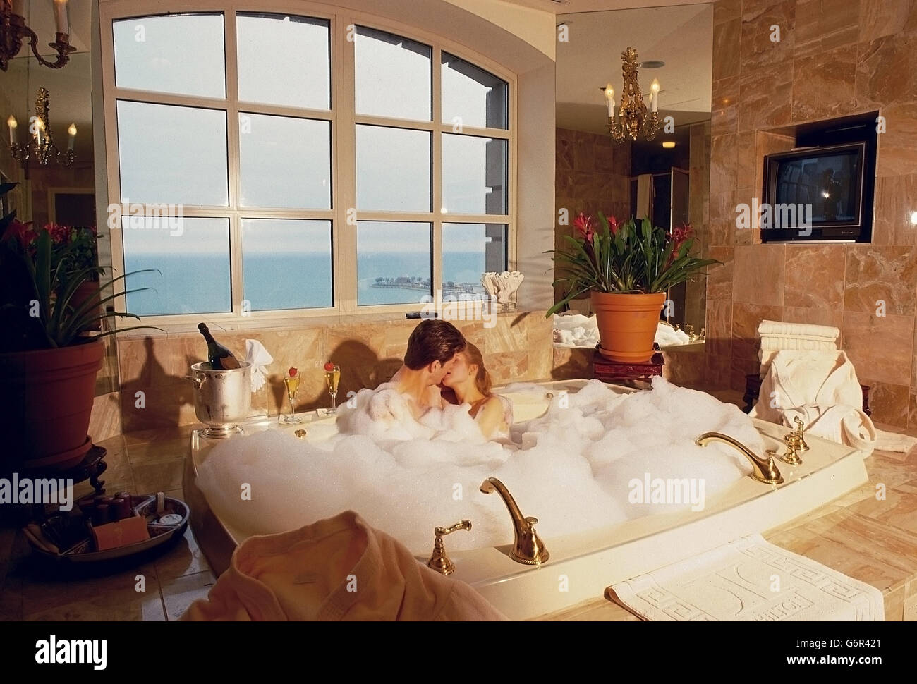 Couple in bubble bath Stock Photo: 107458233 - Alamy