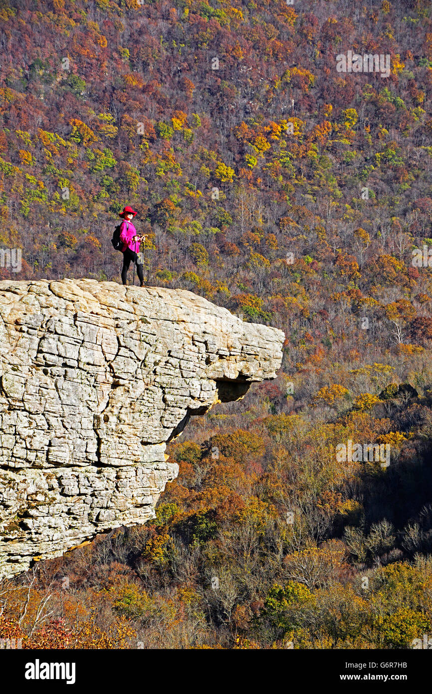 Hiker on Hawksbill Crag at Whittaker Point in the Upper Buffalo Wilderness Area of the Ozark Mountains. - Stock Image