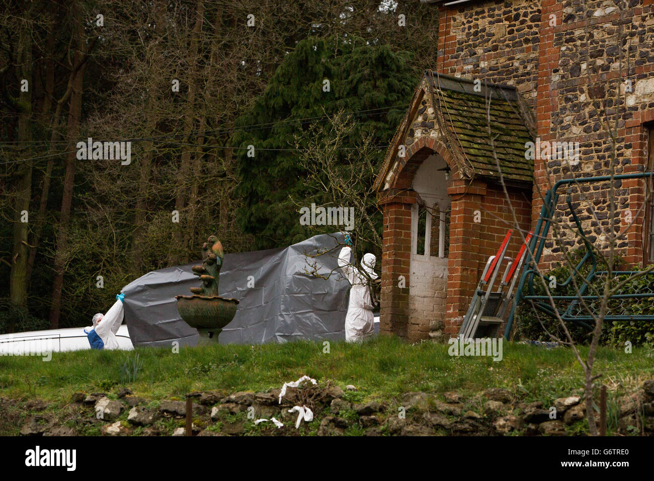 Police Forensic Officers At Keepers Cottage Stud In Farnham Surrey Stock Photo Alamy