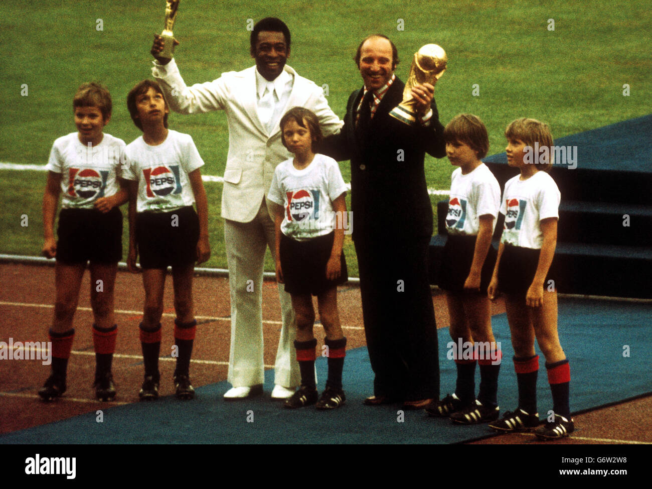 soccer 1974 fifa world cup opening ceremony pele and uwe