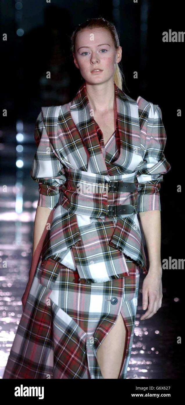 62451930a16 Westwood Fashion In Motion Show Stock Photos & Westwood Fashion In ...