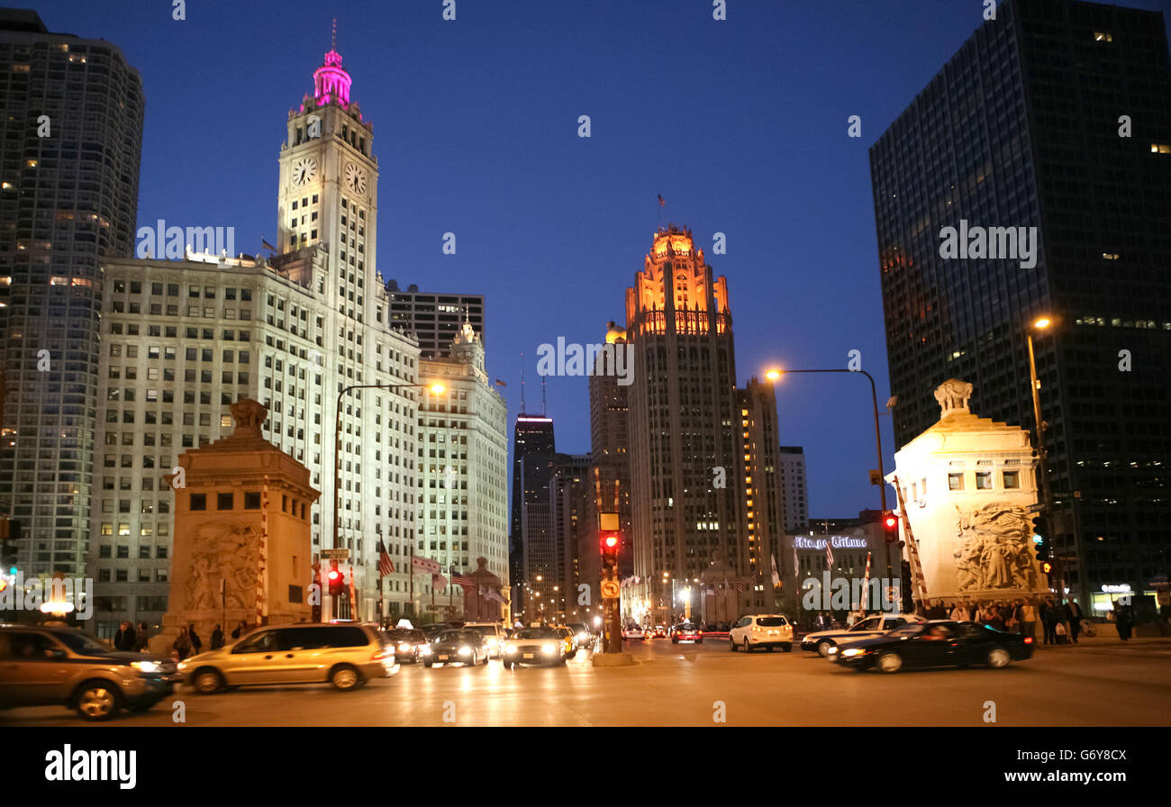 The DuSable bridge at the intersection of Wacker and Michigan Avenue in downtown Chicago - Stock Image