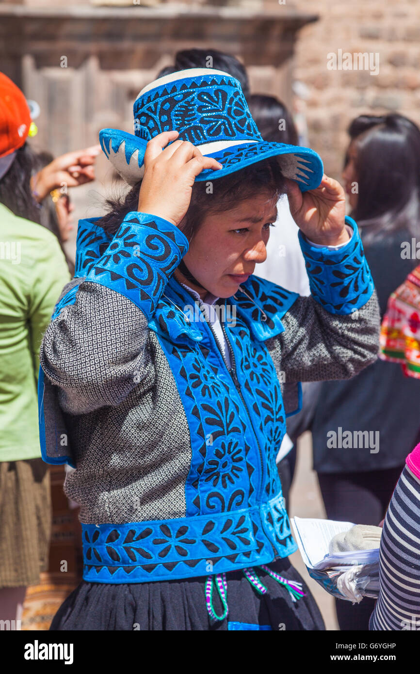 Young girl performer at a cultural dance troupe competition in Cusco, Peru - Stock Image