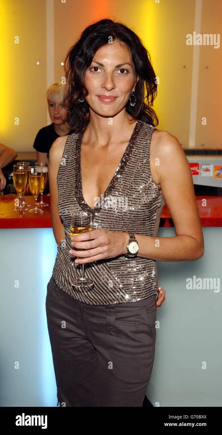 Gina Bellman Nude Photos 14