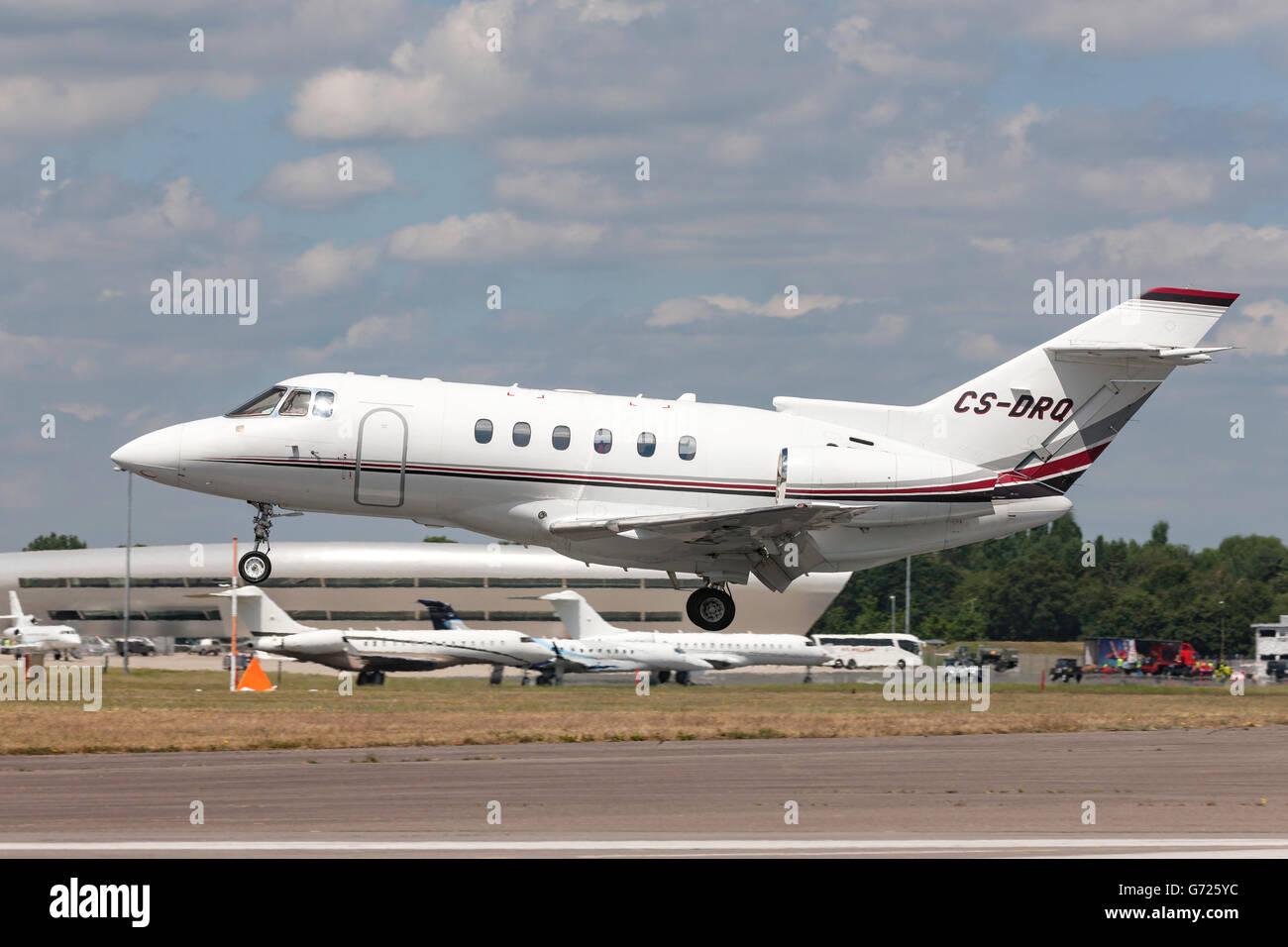 NetJets Raytheon Hawker 800XP private jet CS-DRQ - Stock Image