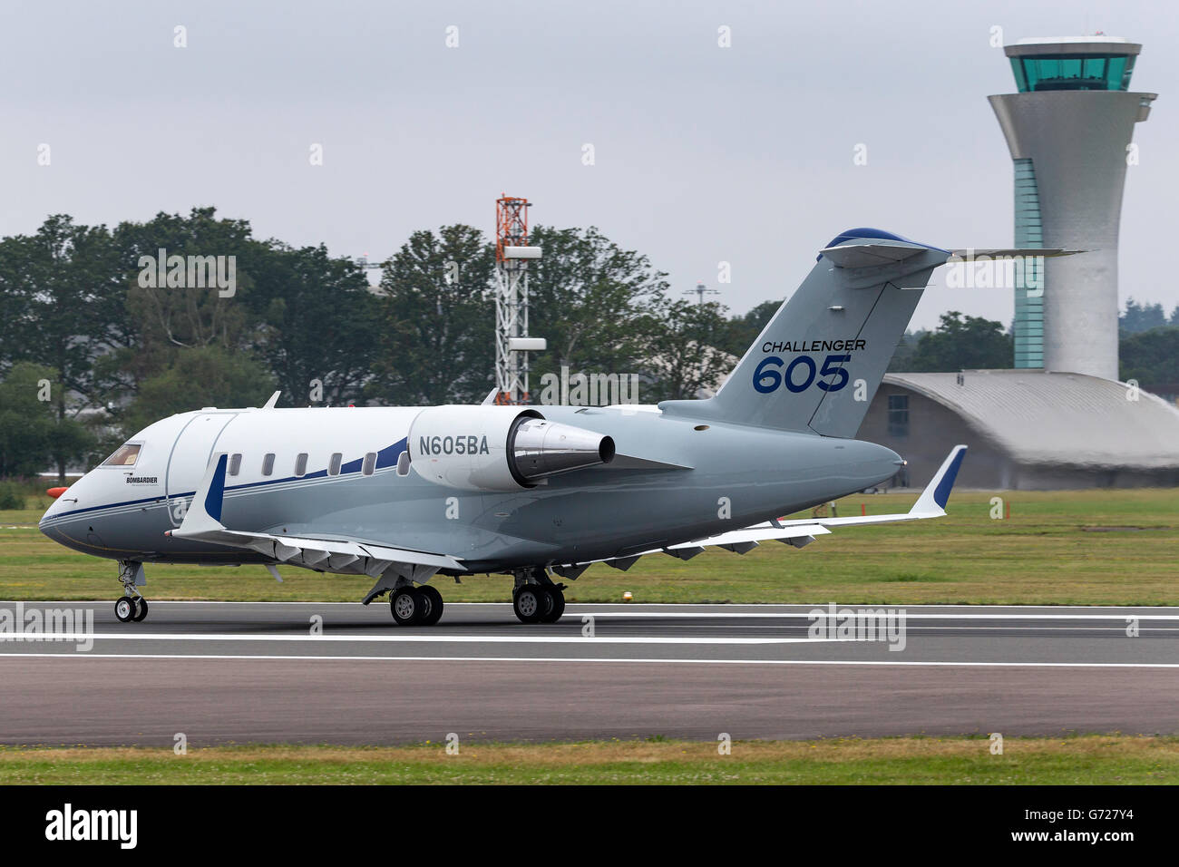 Bombardier Challenger 605 (CL-600-2B16) business jet aircraft N605BA - Stock
