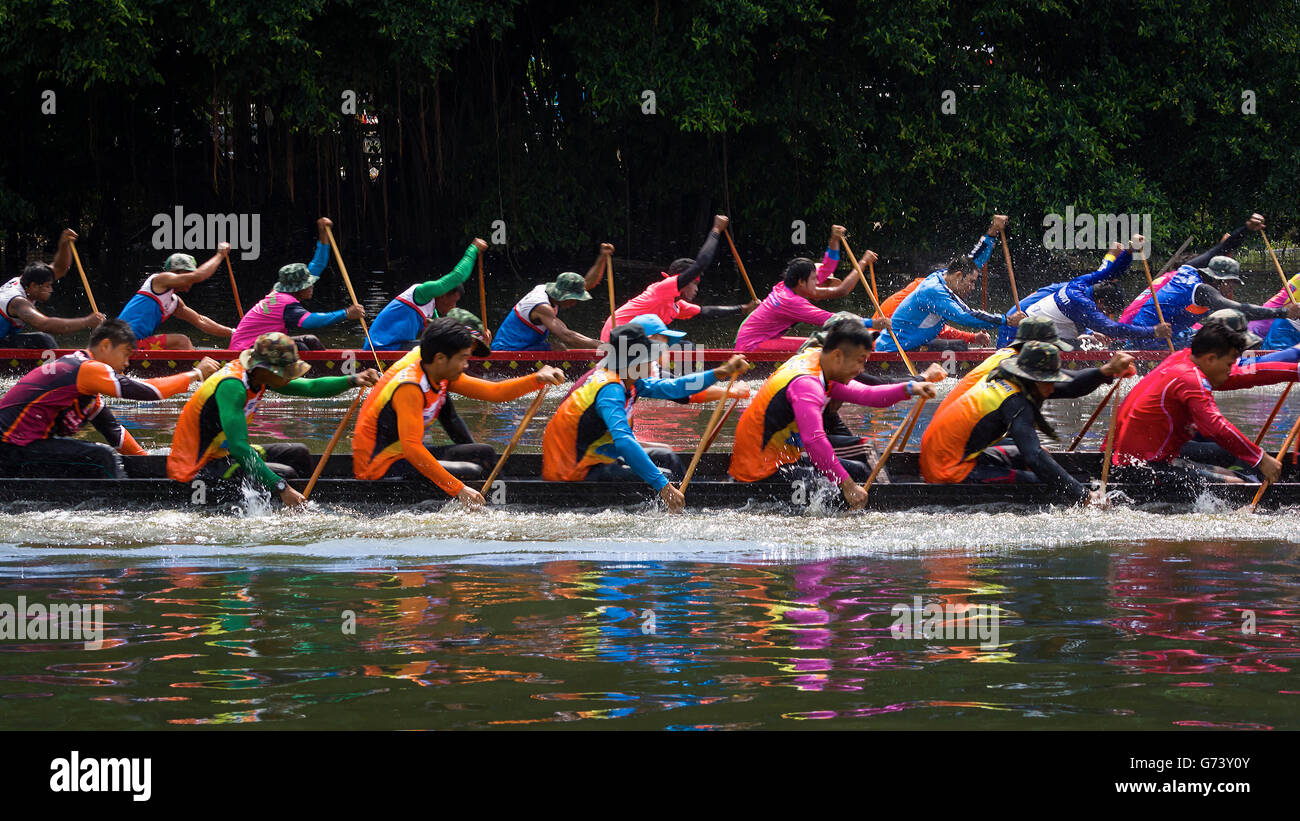 Teams taking part in the Longboat racing festival held in the Thai province of Pathum Thani. - Stock Image
