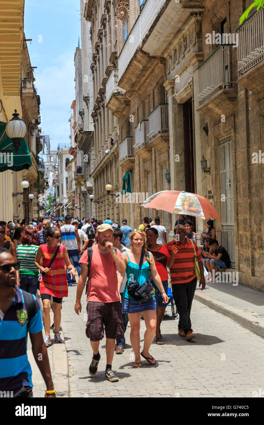 Tourists shopping and sightseeing in busy  Calle Obispo, La Habana Vieja, Havana, Cuba - Stock Image
