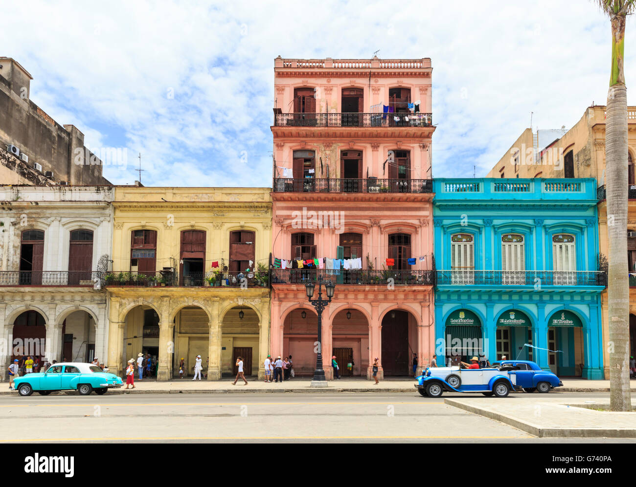 havana street scene classic cars and colorful houses in paseo de stock photo 107653234 alamy. Black Bedroom Furniture Sets. Home Design Ideas