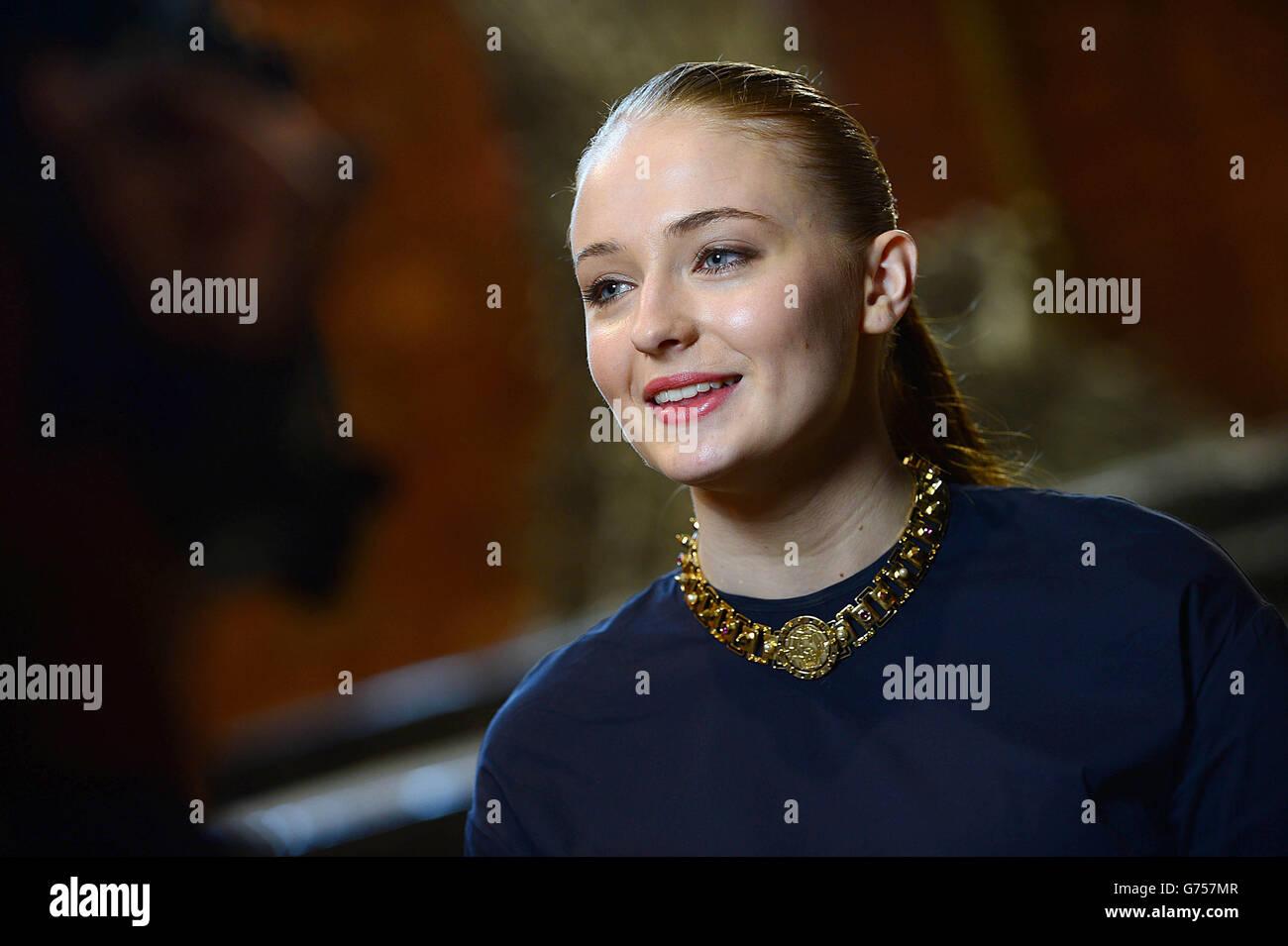 (!) best dating sansa stark actress 2019