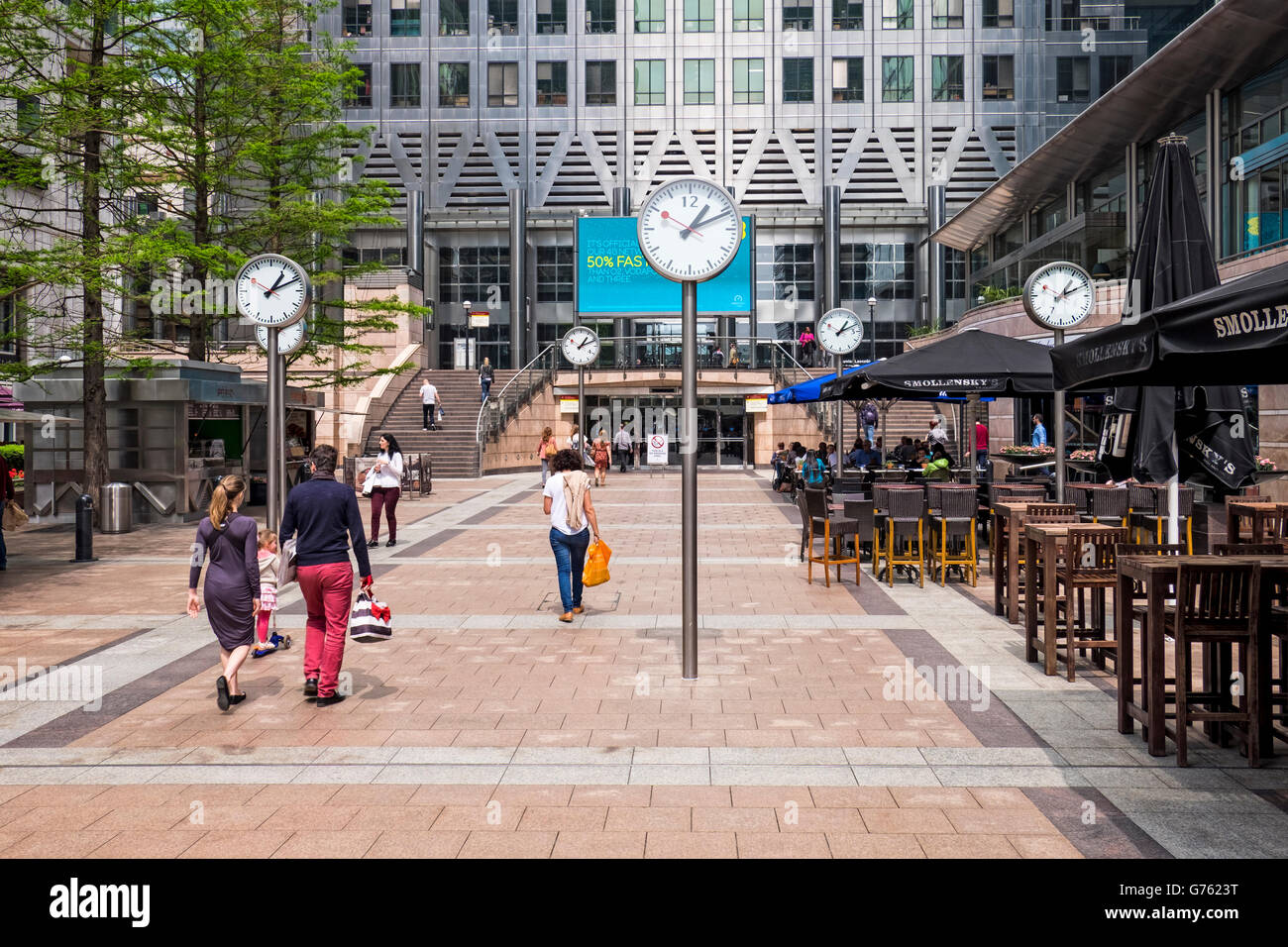 Six Public Clocks located at One Canada Square in Canary Wharf - public art sculpture by Konstantin Grcic - Stock Image