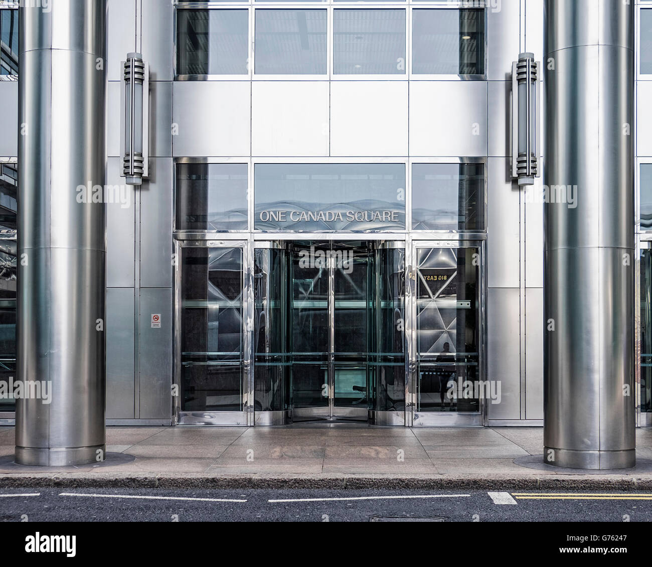 One Canada Square building Entrance, Canary Wharf, London - Stock Image