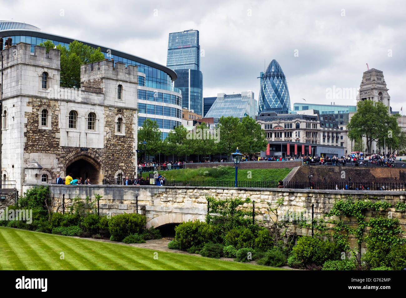 London Buildings, old and new, Historic Tower of London building and new apartment blocks and skyscrapers - Stock Image