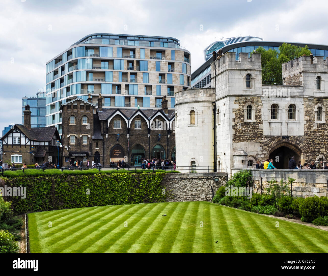 London Buildings, old and new, Historic Tower of London building and new apartment blocks - Stock Image