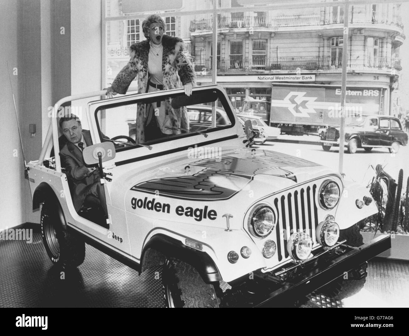 Entertainment - Jeep Showroom Opening - Elaine Stritch and Donald Sinden - London Stock Photo