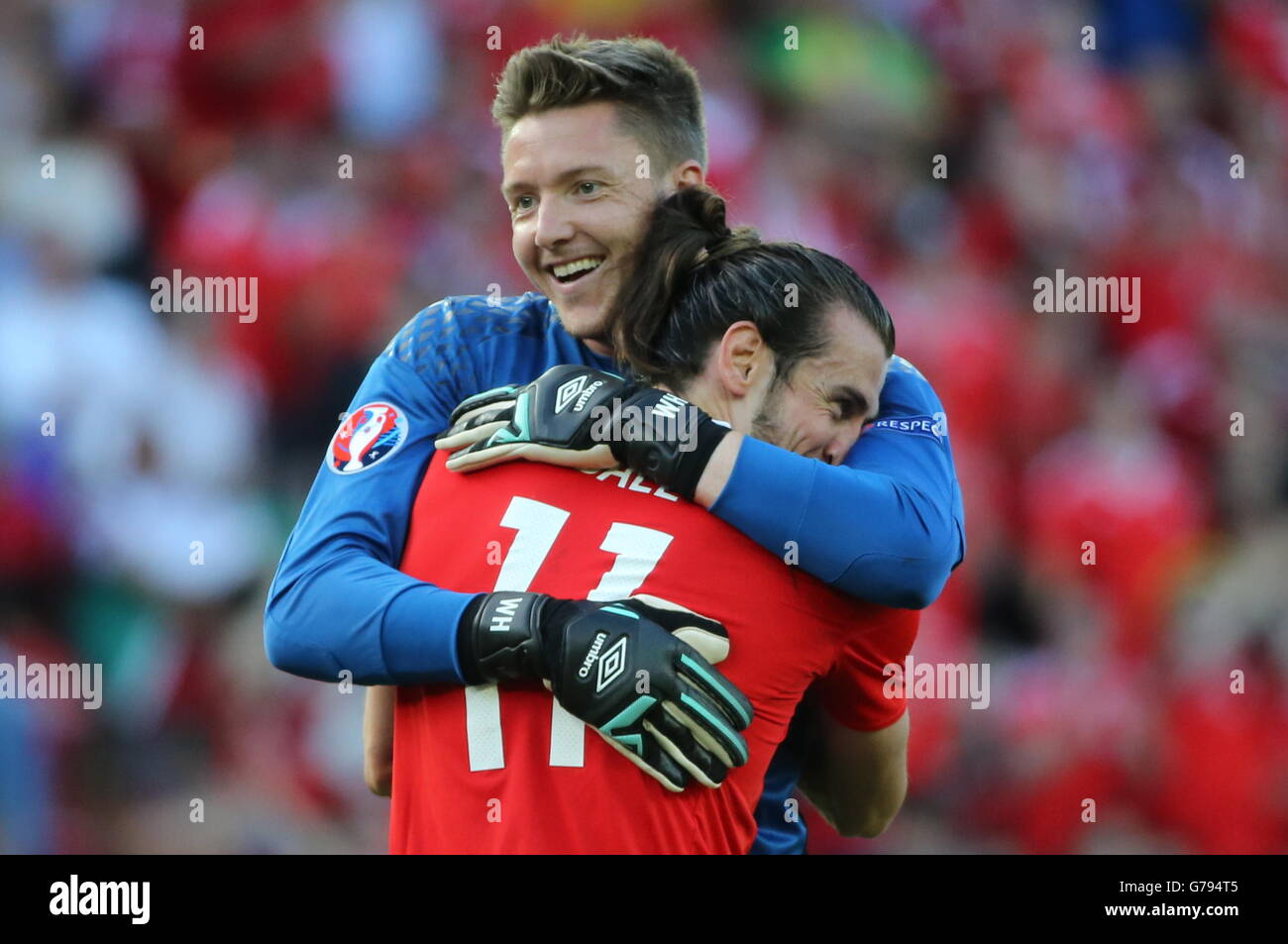 Paris, France. 25th June, 2016. Wales' goalkeeper Wayne Hennessey (L) and Gareth Bale hug during the UEFA Euro 2016 Stock Photo
