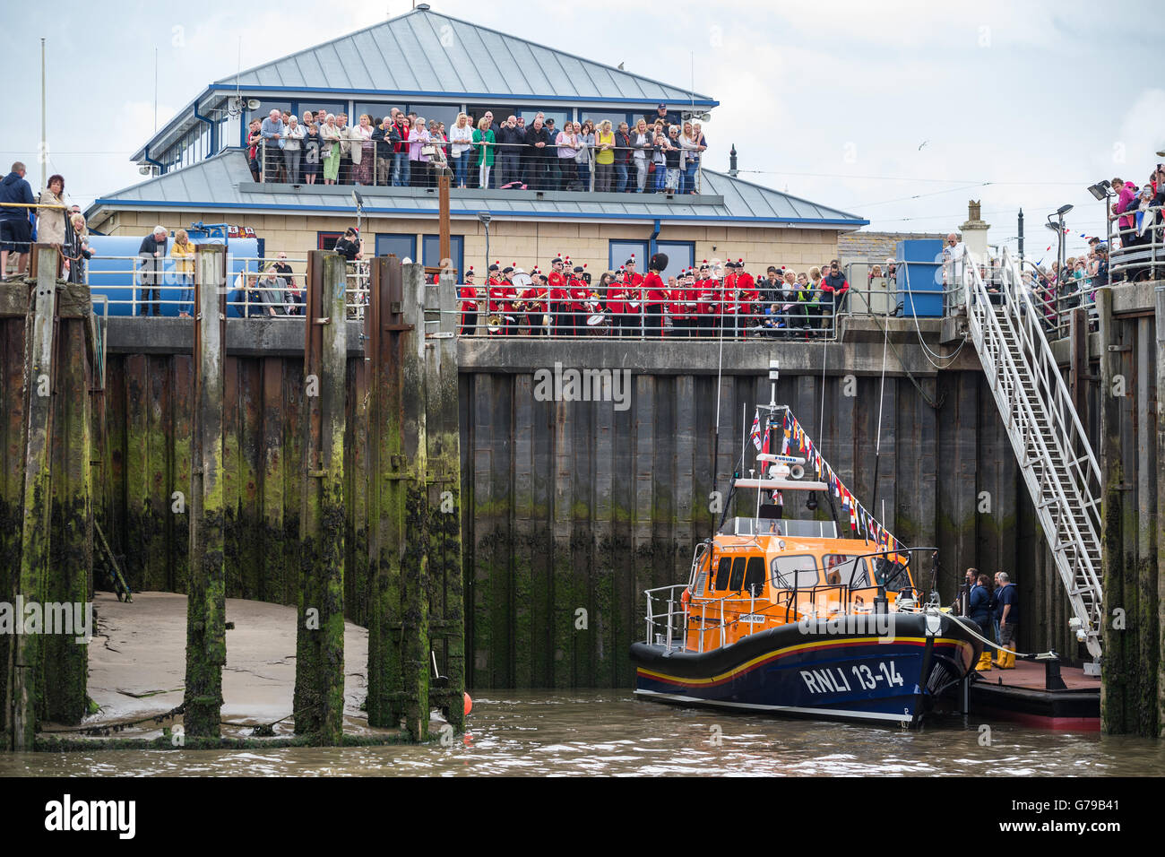 Fleetwood, UK. 26th June, 2016. The Kenneth James Pierpoint, a new state-of-the-art Shannon Class lifeboat, arrives - Stock Image