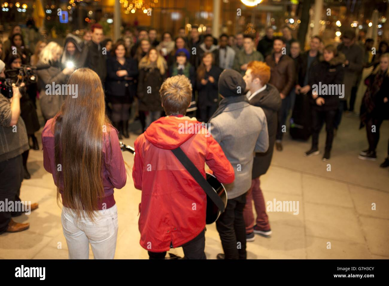YouTube Christmas song collaboration Stock Photo: 107940699 - Alamy