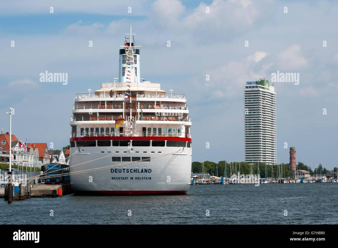 MS Deutschland, cruise liner, Martitim Hotel at back, Travemuende, Baltic Sea, Schleswig-Holstein, PublicGround - Stock Image