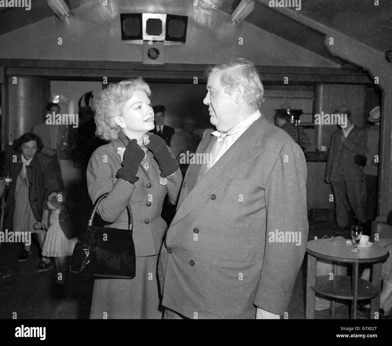Entertainment - Anne Baxter and Charles Laughton - London Airport - Stock Image