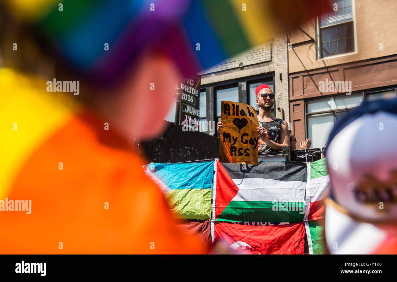 """Ass Parade Images muslim man with an """"allah loves my gay ass"""" sign in the gay"""